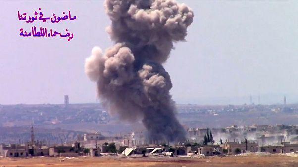 فيديو لآثار هجوم بقيادة روسيا في سوريا يقول حقوقيون إنه قتل 500 مدني