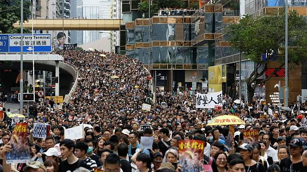 تظاهرات دهها هزار نفری مخالفان دولت محلی هنگ کنگ