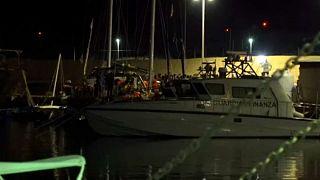 Két hajóról Máltán, egyről Lampedusán szállhattak partra menekültek