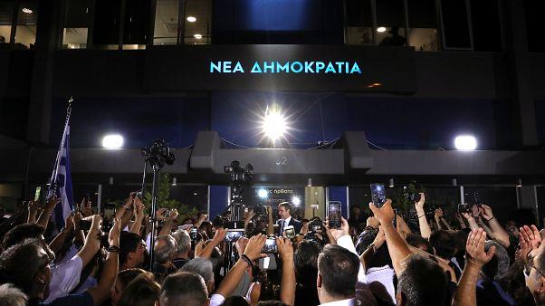 Satisfacción y alegría contenida en la sede de Nueva Democracia