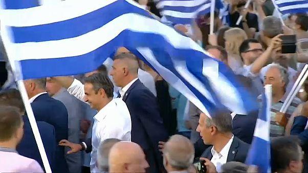 Le Grec Kyriakos Mitsotakis félicité