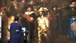 Restauración en directo de La Ronda de Noche de Rembrandt