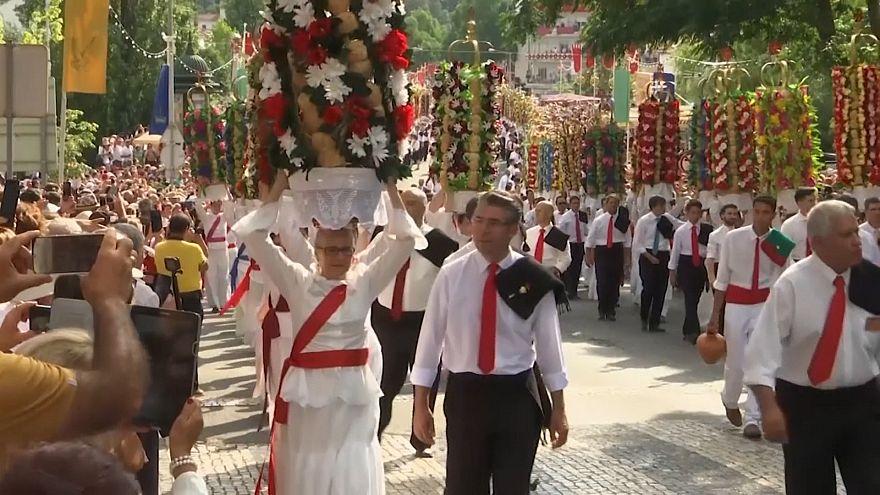 Bandejas con 16 kilos de panes y flores en las fiestas de Tamar
