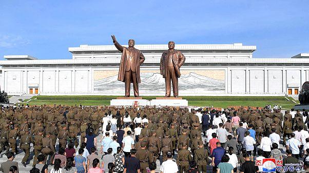 Norte-coreanos assinalam 25 anos sobre morte de Kim Il Sung