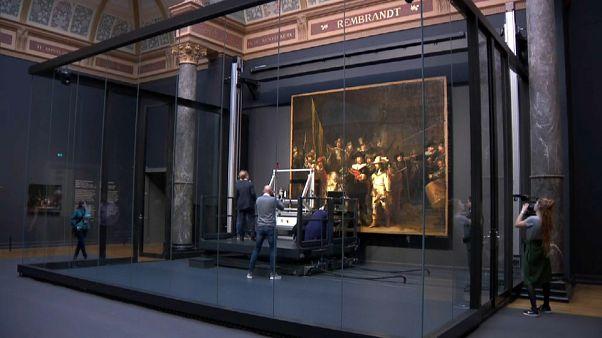 Élőben látható Rembrandt híres festményének restaurálása