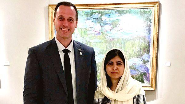 Jean François Roberge ile Malala Yousafzai'ın Quebec'de öğretmenlik