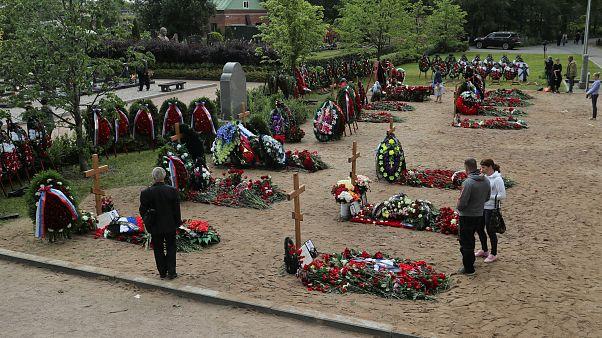 Denizaltı yangınında hayatını kaybeden Rus askerler toprağa verildi. Saint Petersburg / Rusya