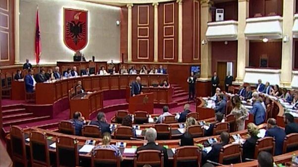 Albania: parlamento contro il capo dello Stato
