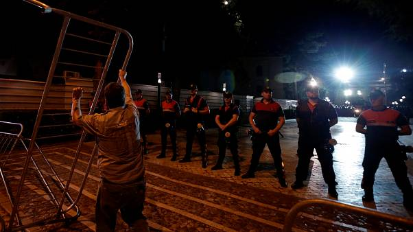 EL Gobierno albanés busca la salida del presidente