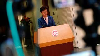 Ativistas em Hong Kong vão continuar a pressionar a governadora