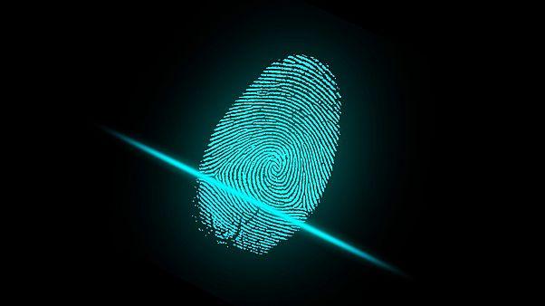 Με δακτυλικό αποτύπωμα θα διαπιστώνεται αν πηγαίνουν δουλειά οι δημόσιοι υπάλληλοι
