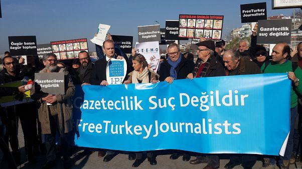 Ανησυχεί η Κομισιόν για την ελευθερία του Τύπου στην Τουρκία