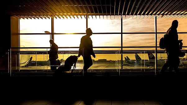 وزن الأمتعة في المطار.. معضلةٌ وجد لها مسافر بريطاني حلاّ فانظروا ماذا فعل
