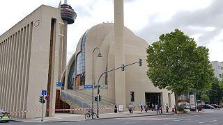 Almanya'nın Köln kentindeki Diyanet Merkezi bomba ihbarı nedeniyle boşaltıldı