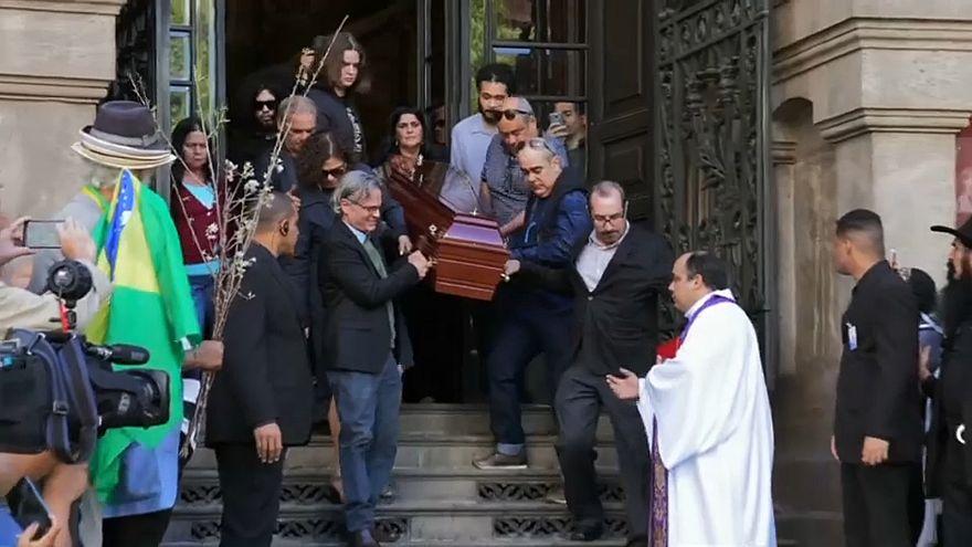 مراسم تشییع جنازه گیلبرتو، موسیقیدان شهیر برزیلی در ریودوژانیرو