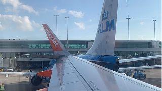 Zwei Flugzeuge kollidieren am Flughafen Amsterdam