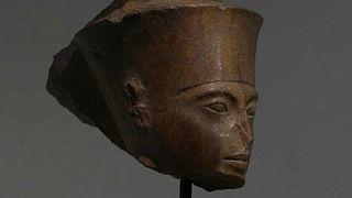 Tutankamon büstü