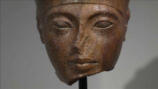 مصر تطلب مساعدة الانتربول لاستعادة تمثال توت عنخ آمون النصفي