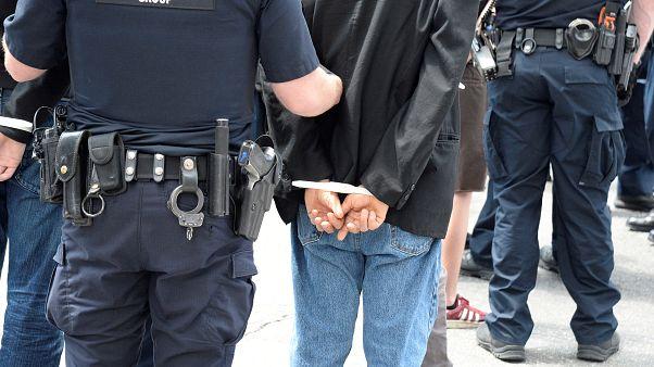 الشرطة الأمريكية تعتقل رجلا أسود كان يرقد في مستشفى بتهمة سرقة معدات طبية