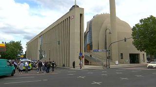 الشرطة تقوم بإخلاء اكبر مسجد في ألمانيا بعد تلقيها تهديدا بوجود قنبلة