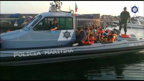 Polícia marítima resgata 47 migrantes ao largo da ilha grega de Lesbos
