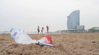 Barcelona belefullad a műanyagszemétbe