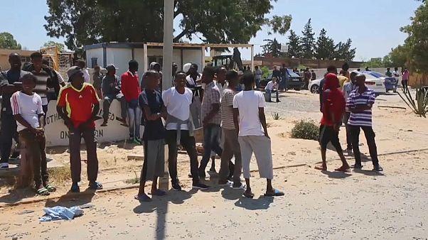 Libia: liberati 350 migranti scampati alle bombe a Tagiura