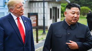 الرئيس الأمريكي دونالد ترامب وزعيم كوريا الشمالية كيم جونغ أون بالمنطقة منزوعة السلاح بين الكوريتين. حزيران 2019