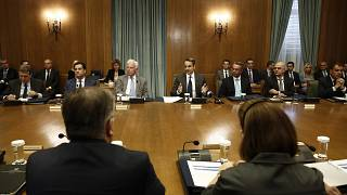 Ο πρωθυπουργός Κυριάκος Μητσοτάκης μιλάει στο πρώτο υπουργικό συμβούλιο στη Βουλή