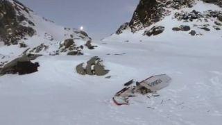 صورة تظهر الطائرة الخفيفة التي تحطمت فوق جبال الألب بوادي أوستا شمال غرب إيطاليا. كانون الثاني/2019