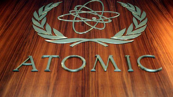 """""""لوغو"""" الوكالة الدولية للطاقة الذرية في مدخل المبنى الرئيسي لها في فيينا"""