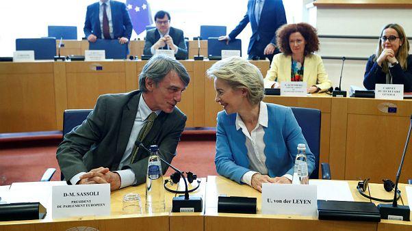 Von der Leyen AB Komisyonu başkanlığı için AP vekillerini ikna etmeye çalışıyor