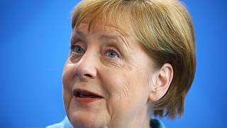 """Merkel garante estar """"bem"""" após nova crise de tremores"""