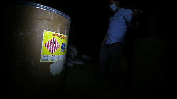 فريق خبير بالأسلحة الكميائية لتحديد الجهة التي استخدمت ذخائر محظورة في سوريا