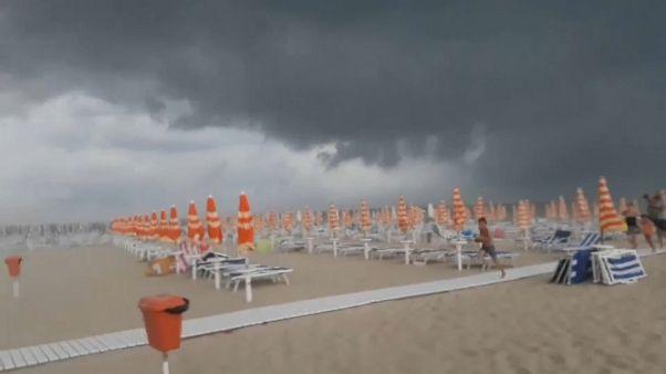 Град и смерч: непогода в Италии