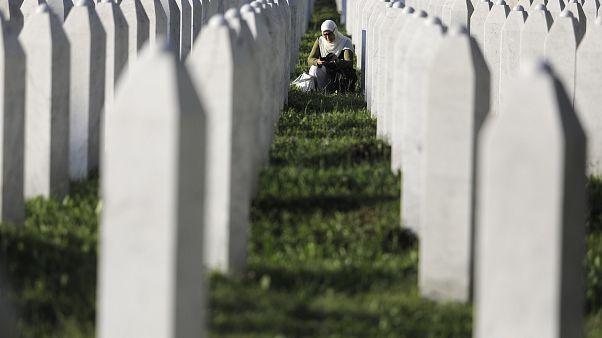 Avrupa'da en büyük insanlık trajedisi olarak kabul edilen Srebrenitsa soykırımının 24. yılında kurban yakınları Potoçari Anıt Mezarlığını ziyaret etti