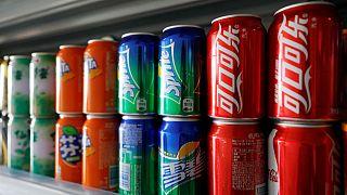 محققان فرانسوی: نوشیدنیهای حاوی شکر احتمال ابتلا به سرطان را افزایش میدهند