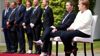 Merkel leült