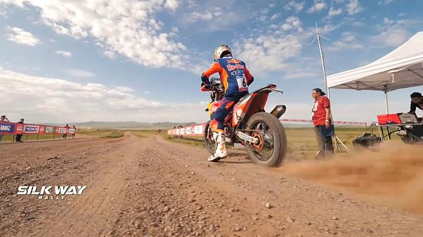 Riders and drivers do battle during tough Stage 5 of Silk Way Rally