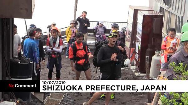 Трассы на Фудзияме вновь открылись для пеших туристов