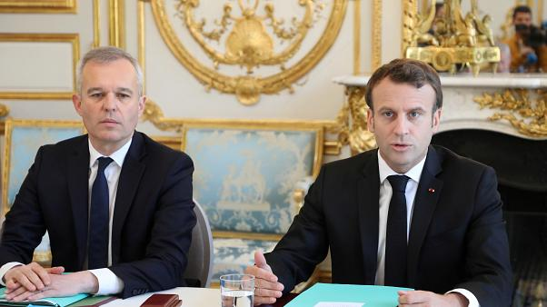 Las polémicas cenas con langosta del ministro francés
