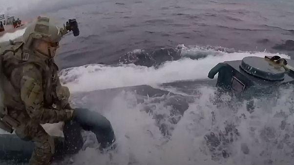 ویدئو؛ توقیف زیردریایی قاچاقچیان مواد مخدر توسط گارد ساحلی آمریکا