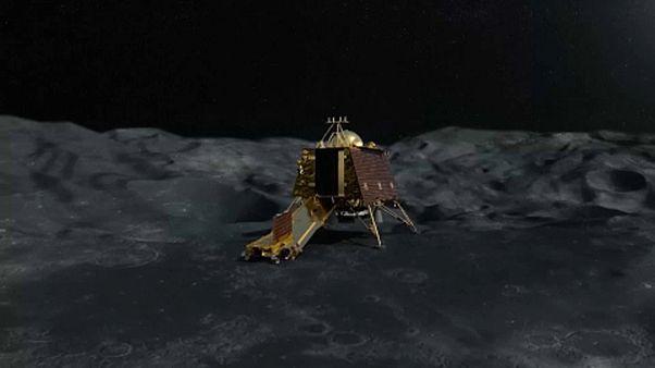 India a Holdra készül