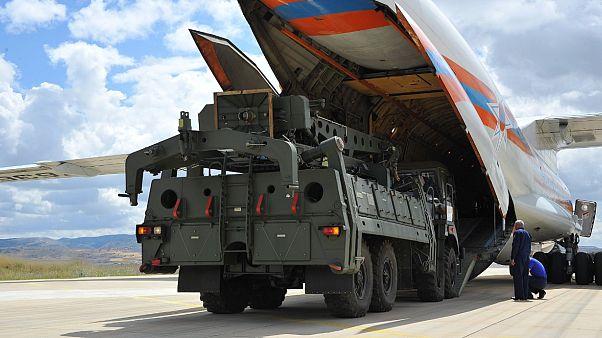 Τουρκία: Παρελήφθησαν τα πρώτα κομμάτια των S-400 από τη Ρωσία