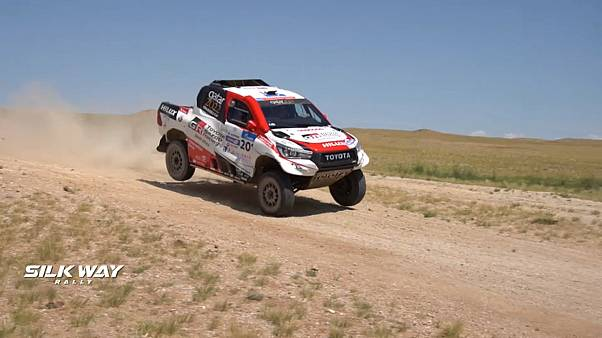 Oriol Mena gana la sexta etapa del Silk Way Rally