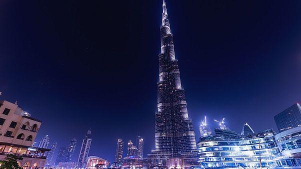 دبي توفر لزوارها من غير المسلمين رخصة مجانية لشراء الكحول لمدة 30 يوماً