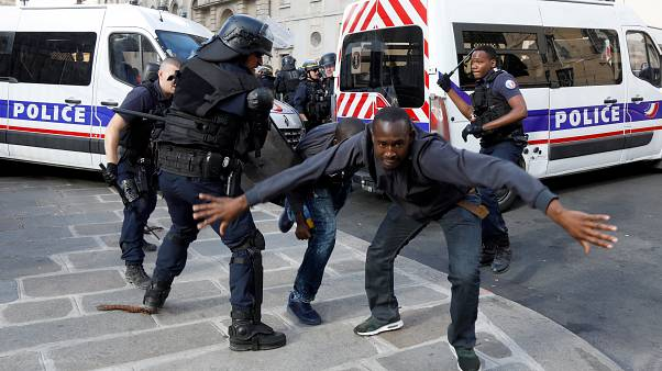 'Gilets Noirs' protesters occupy Pantheon in Paris over migrant rights
