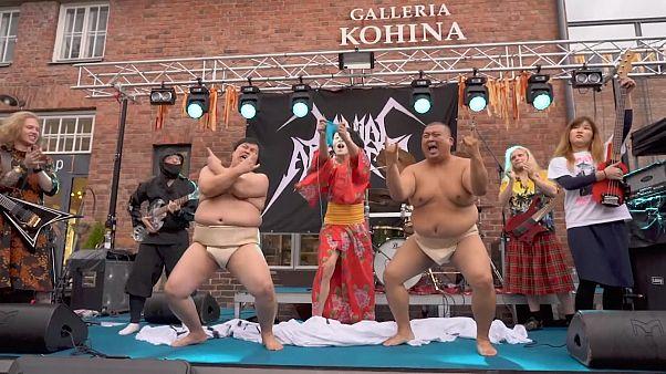 Finlandiya'da heavy metal müziği eşliğinde örgü şampiyonası