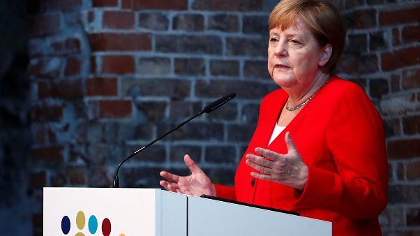 نوبات ارتعاش ميركل ترفع منسوب قلق الألمان على صحتها
