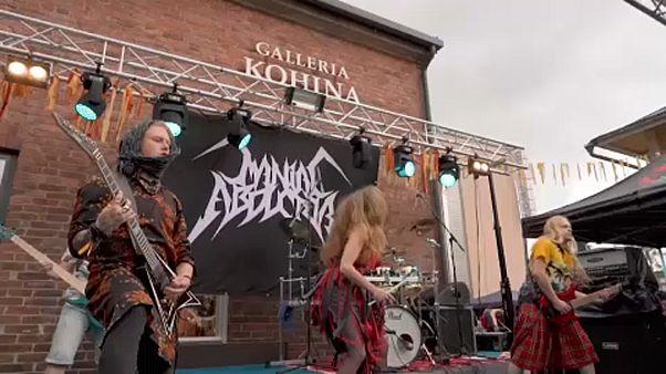 Heavy metal bandák kötőbajnoksága